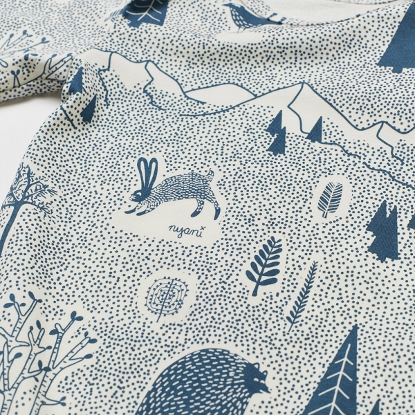 Langarm Babybody FOREST FUN mit All-Over Winterwald-Print in himmelblau