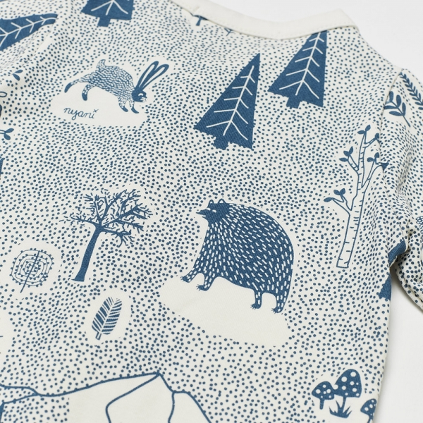 Baby Overall FOREST JUMP mit All-Over Winterwald-Print in himmelblau